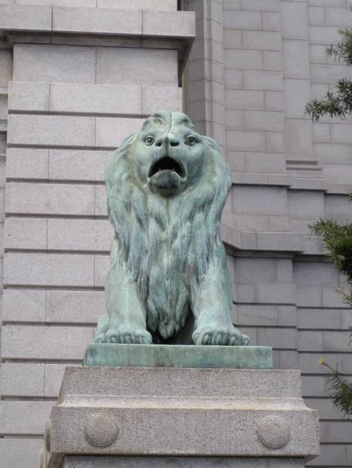 表慶館前の狛犬1