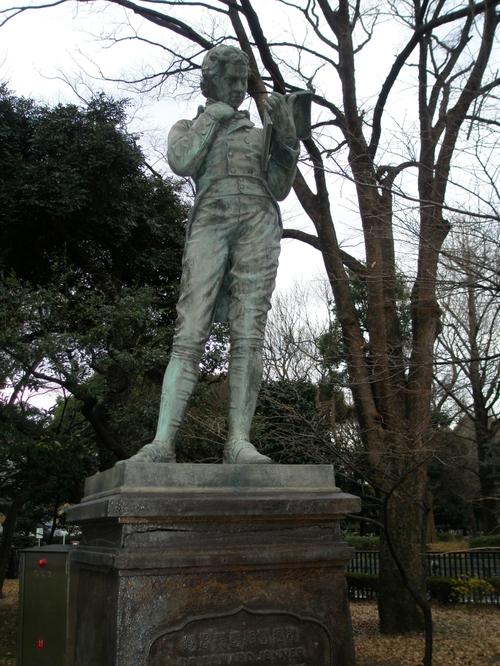 東京国立博物館内のジェンナー像
