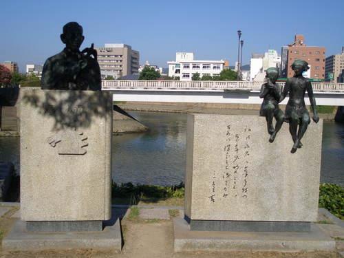 11 鈴木三重吉文学碑