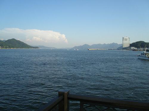 40 宇品海岸から江田島を望む